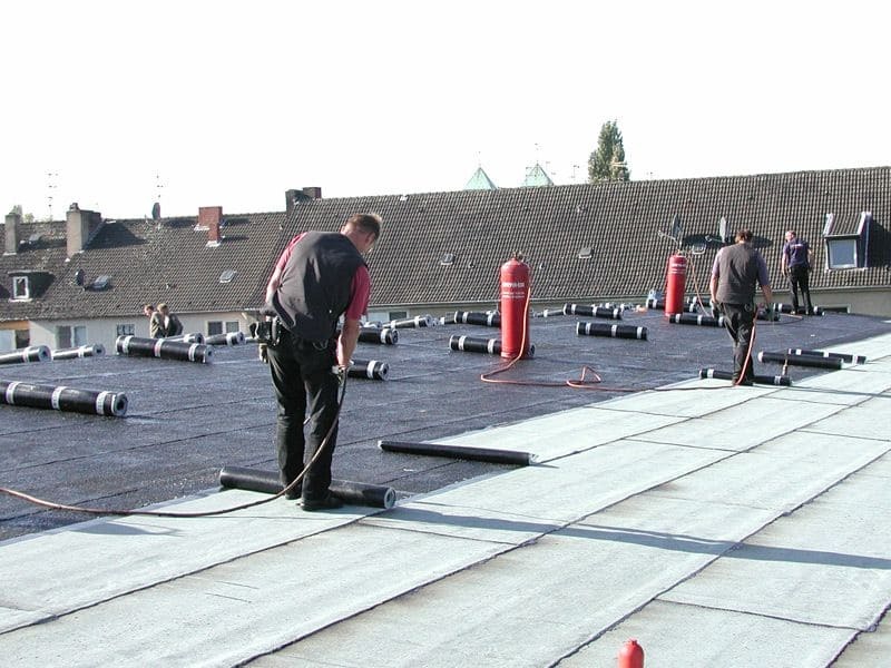 Dachdecker flachdach  Flachdach mit hochwertiger Isolierung – Dachdeckerei Brauer ...
